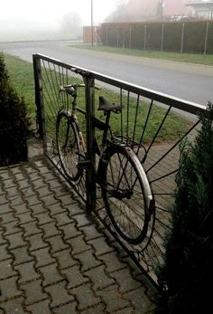 Bicycle Frame – Bicycle Furniture – Frame # Furniture – Famous Last Words Tor Design, Path Design, Garden Design, Garden Arbor, Garden Fencing, Garden Paths, Metal Garden Gates, Metal Gates, Recycled Bike Parts