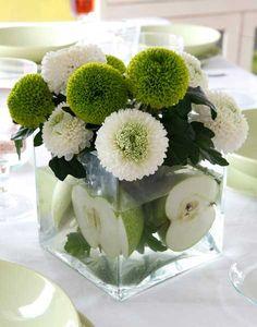 Flores con manzanas. Centros de mesa con flores para tus mesas al aire libre #centrodemesa #decoración #flores