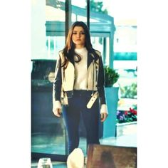 Turkish Fashion, Turkish Beauty, Stylish Girls Photos, Girl Photos, Cute Girl Wallpaper, Hande Ercel, Celebrity Outfits, College Outfits, Turkish Actors