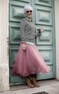 Super Fashion Style Women Over 50 Aging Gracefully Chic Ideas Mature Fashion, Fashion Over 50, Look Fashion, Womens Fashion, Fashion Trends, Fashion Ideas, Look Cool, Cool Style, 50 Style