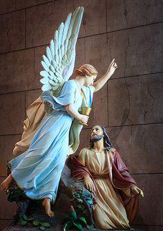 JESUS ES CONSOLADO POR UN ANGEL EN SU AGONIA DEL HUERTO DE LOS SOLIVOS