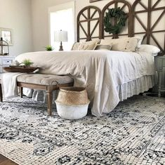 Modern farmhouse style combines the traditional with the new makes any space super cozy. Discover best rustic farmhouse bedroom decor ideas and design tips. Master Bedroom Design, Home Decor Bedroom, Bedroom Décor, Bedroom Designs, Country Master Bedroom, Master Bathroom, Bed Designs, Girls Bedroom, Bedroom Themes