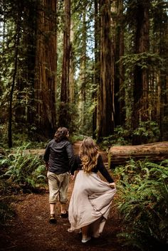 Adventure elopement photographer traveling all over the US (Hawaii, Montana, etc. Forest Engagement Photos, Country Engagement Pictures, Outdoor Engagement Photos, Engagement Photo Poses, Engagement Photo Inspiration, Engagement Couple, Engagement Shoots, Engagement Photography, Fall Engagement