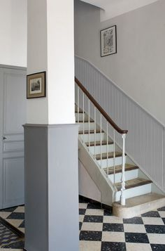 Renovation paint, New York Loft color PVC paneling, satin Fintion, Design & You, euros for or euros for Tollens for Castorama. Grey Hallway, Escalier Design, New York Loft, Cast Iron Cookware, Vestibule, Online Fashion Stores, Paint Colors, Stairs, House Design