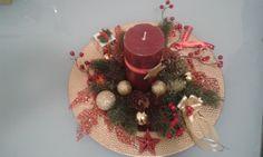 Centre de Table, Noel Christmas Wreaths, Holiday Decor, Home Decor, Center Table, Christmas Swags, Homemade Home Decor, Holiday Burlap Wreath, Interior Design, Home Interior Design