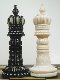 Marble bishop chess piece - King/Queen & Court