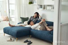 한샘이 지난 8월 29일 서울 상암 사옥에서 '2019 가을·겨울 시즌 라이프 스타일 트렌드 발표회'를 열었다.  이번 2019 가을·겨울 시즌의 슬로건은 '시작해요 함께 라이프'. 일상을 함께하는 맞벌이 가정을 위한 라이프 스타일과 이를 위한 새로운 주거 공간을 제안했다. Bean Bag Chair, Furniture, Home Decor, Decoration Home, Room Decor, Beanbag Chair, Home Furnishings, Home Interior Design, Bean Bag