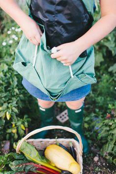 Roo Gardening Apron / Garden tools / Gifts for Gardeners / Harvesting tips