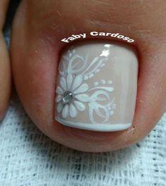 Ideias e Inspiração de Unhas dos pés decoradas, as melhores fotos #unasdecoradas Pretty Toe Nails, Cute Toe Nails, Aycrlic Nails, Feet Nails, Bling Nails, Toe Nail Color, Toe Nail Art, Nail Colors, Feet Nail Design