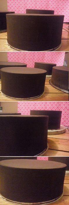 Aplicando x 1ra.vez la tecnica ganache ?Comparte para que se Guarde en tu Muro? MIRA... #aplicando #ganache #tecnica #casera #recetas  Si te gusta dinos HOLA y dale a Me Gusta  Usé 2 discos d madera q forré en papel aluminio,los discos son 1/2 cm mas grande q el molde!! El unico utensillo d reposteria q usé es...