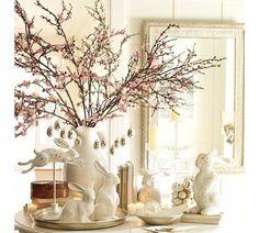 déco pâques élégante, branches fleuries et lapins en figurines blanches