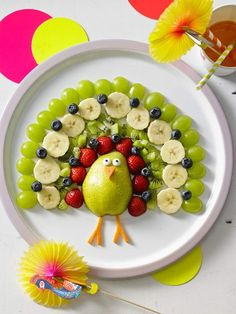 Kunterbunter pfau mehr paradis du fruit, food art for kids, food carving, h Cute Food, Yummy Food, Healthy Food, Fruits Decoration, Creative Food Art, Creative Ideas, Food Art For Kids, Food Kids, Rainbow Fruit