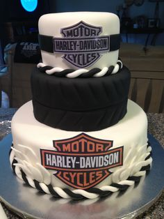 Harley Davidson cake :) my daddy would love this!!