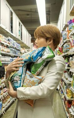 MAMA suho shopping for his kid😍 Kpop Exo, Exo K, Chen, Exo Lockscreen, Baekhyun Chanyeol, Kim Junmyeon, Kim Woo Bin, Bae Suzy, Exo Members