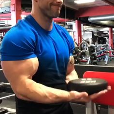 Arm workout with weights. Get bigger biceps with this muscle building upper body workout routine. Arm workout with weights. Get bigger biceps with this muscle building upper body workout routine. Upper Body Workout Routine, Bicep And Tricep Workout, Sixpack Workout, Dumbbell Workout, Best Exercise For Biceps, Training Fitness, Weight Training Workouts, Health Fitness, Weight Exercises