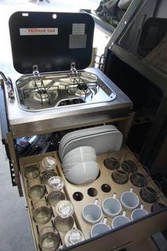 Image from http://tinyhousetalk.com/wp-content/uploads/uev-490-conqueror-australias-versatile-off-road-camping-trailer-004.jpg.
