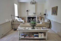 Salon de style Gustavien pour cette maison de maître au cœur du village d'Eyguières en Provence.