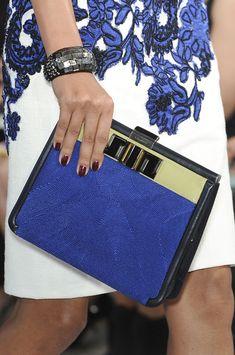 birdcagewalk: Oscar de la Renta at New York Fashion Week Spring 2012 Blue Fashion, Fashion Week, New York Fashion, Fashion Bags, Fashion Accessories, Fashion Spring, Azul Real, Pantone, Bleu Indigo