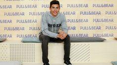 Marc Márquez, diseñador y modelo, presenta con Pull&Bear su colección MM93   Noticias   Motociclismo.es