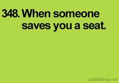 Cuando alguien te guarda un asiento.