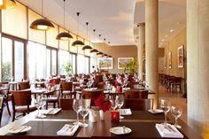 """Weinwirtschaft im arcona HOTEL -Das 4 Sterne Hotel liegt direkt am Ufer der Havel ruhig und doch mitten im Herzen von Potsdam. Hier verschmelzen historisches Bauwerk und zeitgemäße Architektur und laden zu einem besonderen Verweilen ein. Die Zimmer sind modern eingerichtet und verfügen teilweise über einen Balkon mit einmaligem Havelblick.  Zum Hotel gehören das Restaurant """"Weinwirtschaft"""" mit frischen regionalen Spezialitäten, die Havellounge & Strandbar, sowie eine Hotelbar."""