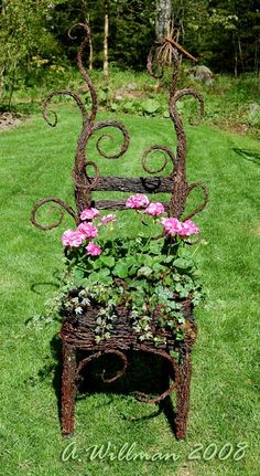this is soo me :) Garden Whimsy, Garden Art, Willow Weaving, Weaving Art, Garden Fencing, Garden Structures, Planter Boxes, Ikebana, Grape Vines