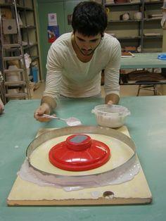 Cristian preparando el molde