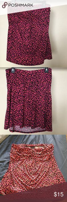 Cute Strapless patterned top Patterned strapless top. Perfect for summer. Never worn - cute and flirtatious! Size 0 torrid torrid Tops Blouses