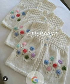 Strickjacken in Sirdar Supersoft Baby DK – 3102 – PDF zum Herunterladen Baby Sweater Patterns, Baby Cardigan Knitting Pattern, Sweater Knitting Patterns, Baby Blanket Crochet, Knit Patterns, Baby Knitting, Knit Baby Dress, Knitted Baby Clothes, Baby Girl Vest