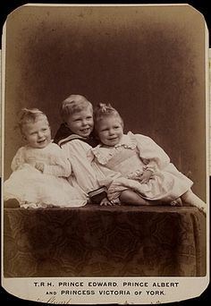 Prince Edward with siblings, prince Albert (right) and Pss royal Mary (left). Circa 1898.