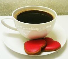 Dark yummy Sumatra Mandheling coffee and gingerbreads :)  http://www.mokkapuu.com