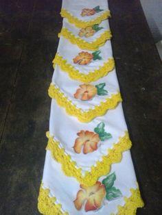 servilletas pintadas y con bordes en crochet