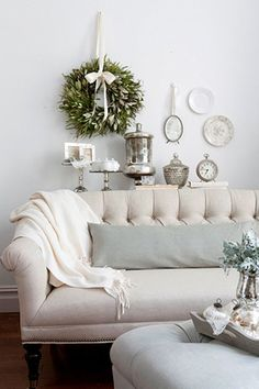 white house christmas decorations | Linen Sofa White Christmas | Norman house decor list