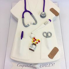Nursing graduation cake New York - All For Bridal Hair Nursing Classes, Top Nursing Schools, Nursing Profession, Nursing Graduation Cakes, Pathophysiology Nursing, Home Bakery Business, Newborn Nursing, 3d Cakes, Pastries