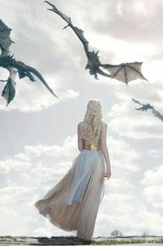 Daenerys Targaryen - Game of thrones Art Game Of Thrones, Game Of Thrones Tattoo, Game Of Thrones Dragons, Winter Is Here, Winter Is Coming, The Mother Of Dragons, Queen Of Dragons, Breathing Fire, Iron Throne