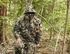 陸上自衛隊スカウトスナイパー(前哨狙撃兵)ギリースーツ訓練の映像を公開