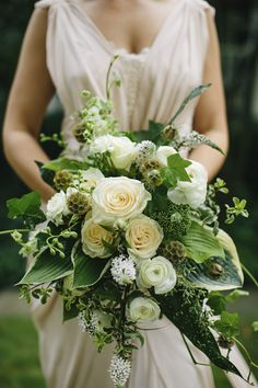 Knockout bridal bouquet made by the bride's family friend Tom Bryant and bride's aunt, Sarah Ihlenfield | via junebugweddings.com