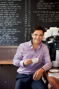 A casual coffee with a casual shirt.