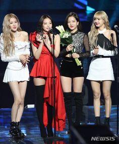 Blackpink Photos, Group Photos, Kim Jennie, South Korean Girls, Korean Girl Groups, Blackpink Youtube, Black Pink Kpop, Blackpink Fashion, Girl Bands