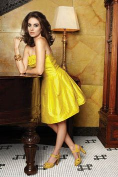 Alison Brie looking gorgeous wearing a yellow summer dress and really cute yellow pumps! #JustFabOnline
