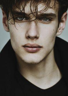 Riccardo Mora (Ph/ Unknown). #lips #eyes
