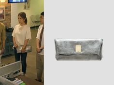 """Uhm Jung Hwa in """"Witch's Romance"""" Episode 9.  Couronne Lesley Clutch – RCCX41411SI #Kdrama #WitchsRomance #마녀의연애 #UhmJungHwa #엄정화 Uhm Jung Hwa, Korean Drama, Dramas, Messenger Bag, High School, Witch, Romance, Bags, Clothes"""