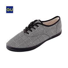 持ってる。会社用の室内履き。GU:キャンバスシューズ(グレンチェック)