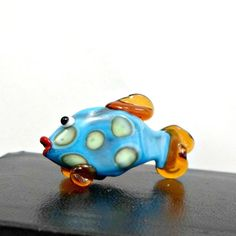 Bobs Flame Beads lampwork handmade FISH peacock blue orange white spots #BobsFlameBeads #Lampwork