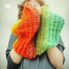 veracosca by diEnes on Etsy, colorful handmade crochet shawl, cowl, neckwarmer
