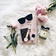 Flatlay, sunnies, candle, blooms