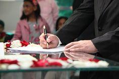 Ceremonie bruiloft, huwelijksakte tekenen, getuige