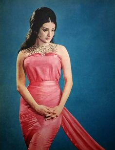 Muslim Fashion, Indian Fashion, Retro Fashion, Fashion Show, Vintage Bollywood, Indian Bollywood, Bollywood Actress, Most Beautiful Indian Actress, Beautiful Actresses