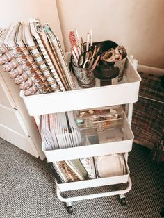 How to Create the Perfect Home Office - Living with ME : planner cart Here are a few tips to create your perfect home office. There has never been a better time than now to have a space to work! College Bedroom Decor, Room Ideas Bedroom, Diy Bedroom Decor, Bedroom Inspo, Storage Ideas For Bedroom, Dorm Room Desk, Dorm Room Closet, Dorm Storage, Uni Room