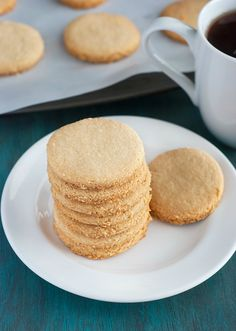 4-Ingredient Shortbread Cookies - quick, easy and full of flavor.